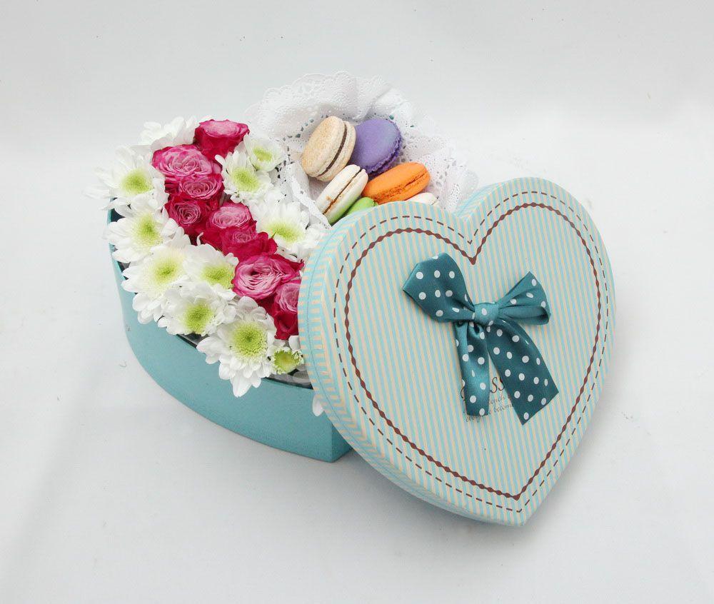 Сердце с цветами и макарунами<br>