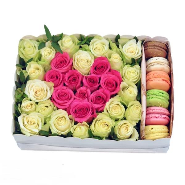 Коробочка с цветами и макарони<br>