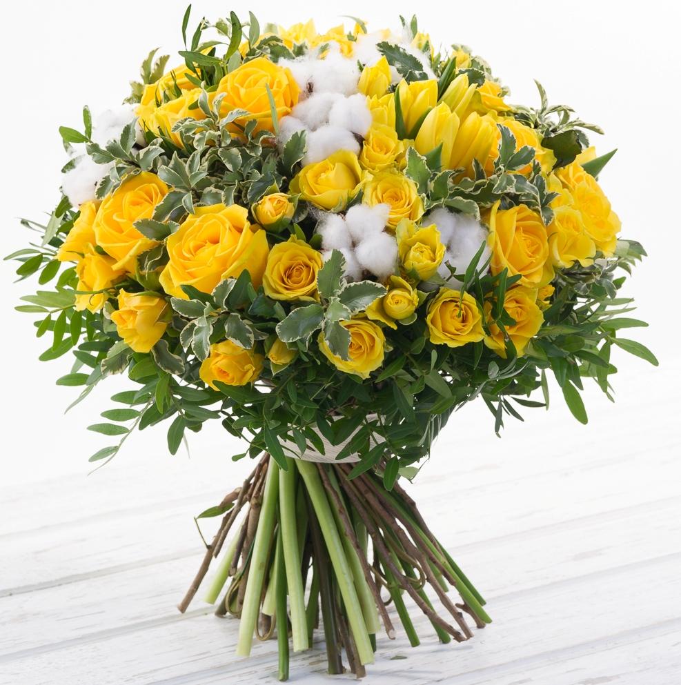 Летнее настроение<br>Ингредиенты: Роза (60 см) 10 шт, Роза кустовая 10 шт, Тюльпан 15 шт, Хлопок 9 шт, Писташ 1 шт, Питтоспорум 1 шт;